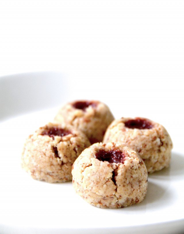 raspberry thumbprint cookies 2